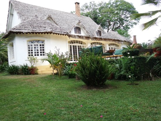 Arusha Safari Lodge: Main lodge building