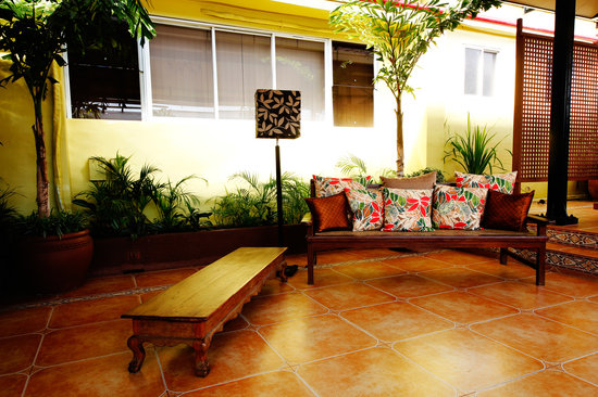 Casa Pura Inn and Suites : Deck Garden