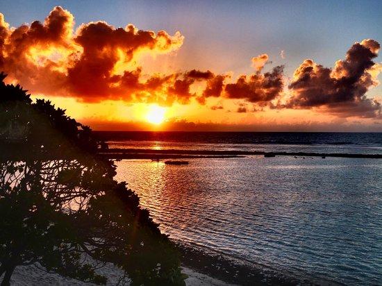 Le Kuriri : alba dalla panoramica terrazza del Maupiti