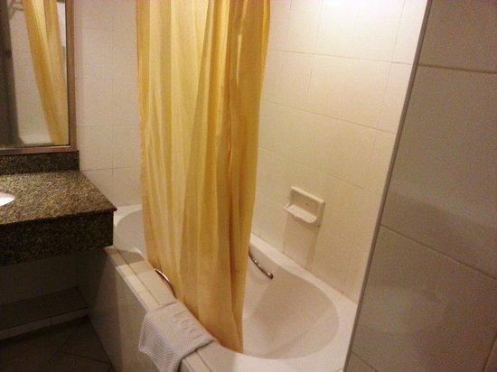 New Season Hotel: Bath