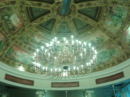Cafe Bruxelles: Stunning domed ceiling