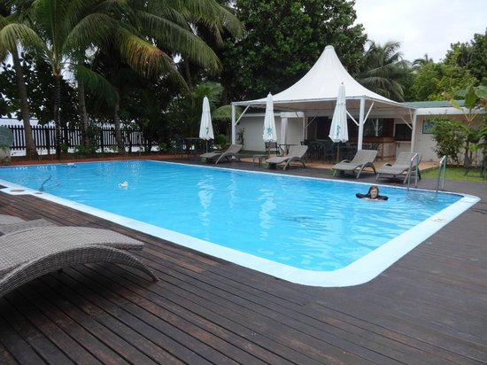 Le Relax Beach Resort: Pool and dining area