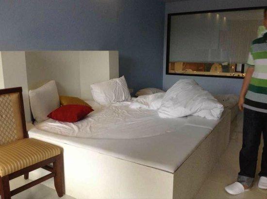 Ao Nang Naga Pura Resort & Spa: Small Circle-shaped Bed