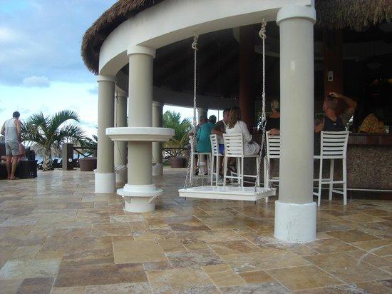 Secrets Wild Orchid Montego Bay: bar by the preferred club