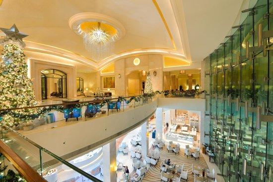 The St. Regis Saadiyat Island Resort: Resort lobby area