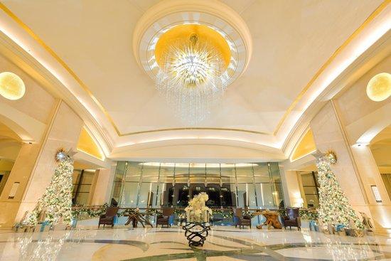 The St. Regis Saadiyat Island Resort: Resort lobby
