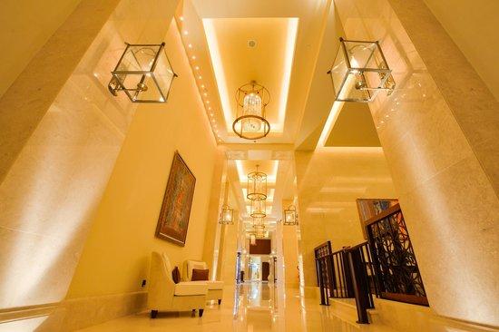 The St. Regis Saadiyat Island Resort: Hallway in the resort