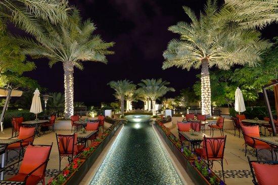 The St. Regis Saadiyat Island Resort: Outside dining area