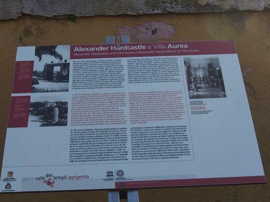 Tempio di Ercole: Temple of Hercules ・・・ハードキャッスル卿の説明看板