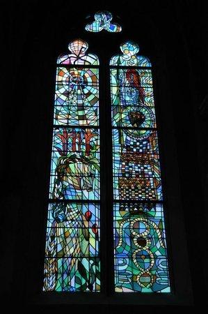 Les vitraux de Jean Cocteau à l'église Saint-Maximin de Metz