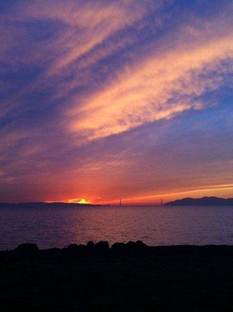 DoubleTree by Hilton Berkeley Marina : Sunset in the Berkeley Marina