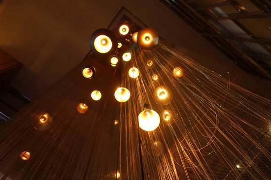 Renaissance Bangkok Ratchaprasong Hotel: cool lights in lobby