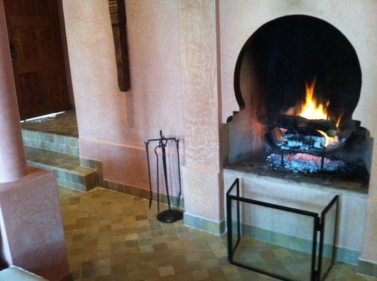 Amanjena: stunning fireplace in our Maison