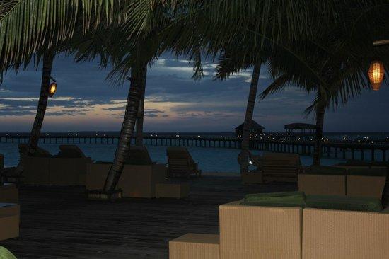The Sun Siyam Iru Fushi Maldives : Бар на пляже