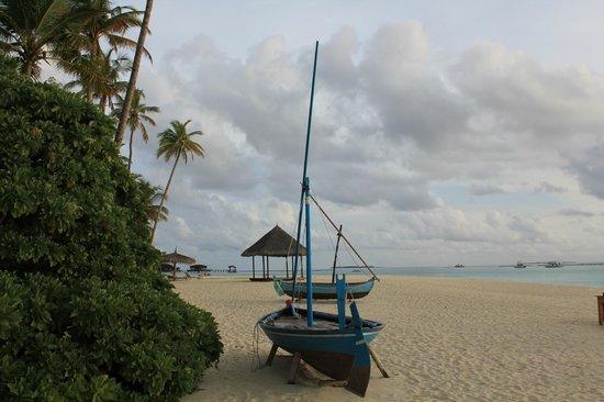 The Sun Siyam Iru Fushi Maldives : На пляже