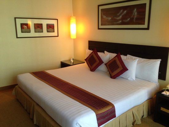 Tarntawan Place Hotel: Deluxe Surawong Room (30 sqm/323 sq.ft.) - King/Queen Size Bed