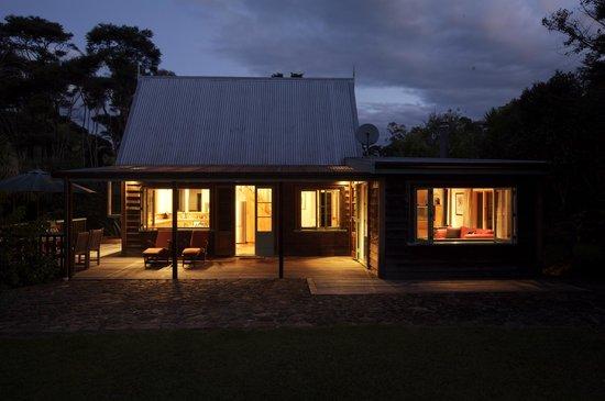 Driving Creek Villas: night time Moehau Villa