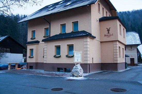 Apartment House Berghi: Berghi I & II
