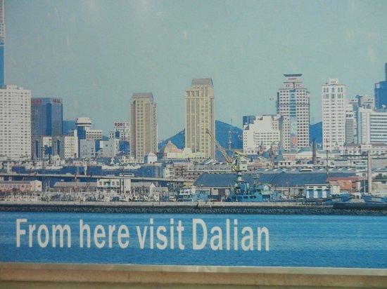 Dalian Sightseeing Tower: Рекламный плакат при входе