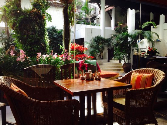 Tarntawan Place Hotel: Main hall for dinners, lunches and breakfast