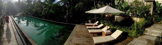 Jiwa Klusa Luxury Villa: Pool deck