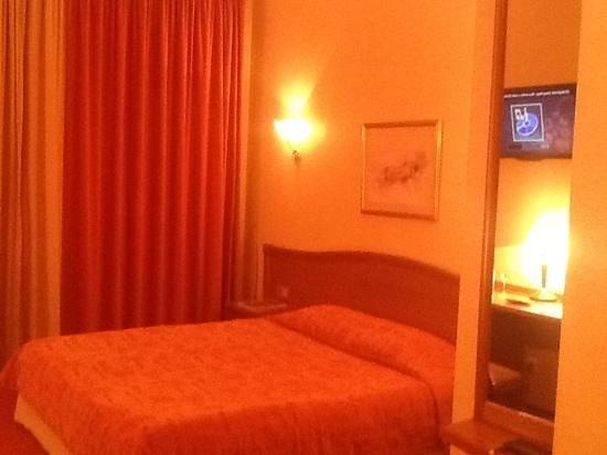 Tatiana Hotel: кровать