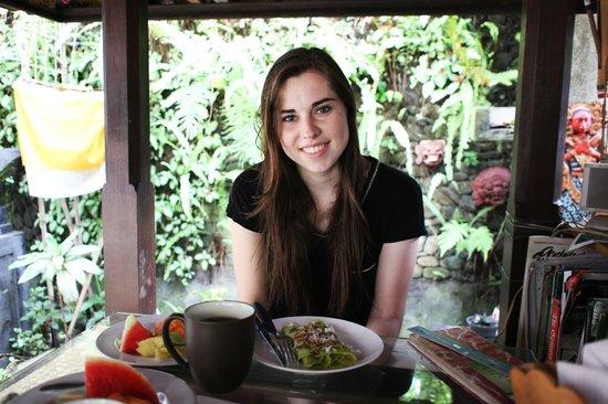 Sandat Bali: Zum Frühstück gibt es grüne Pancakes - super lecker!