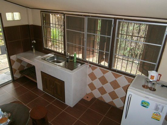 Romyen Garden Resort: Kitchen