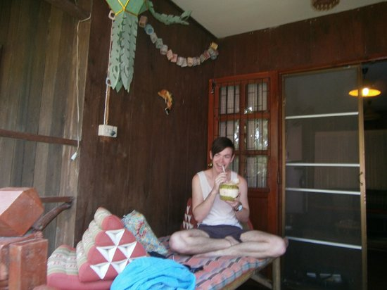 Romyen Garden Resort : We were greeted with cold fresh coconuts