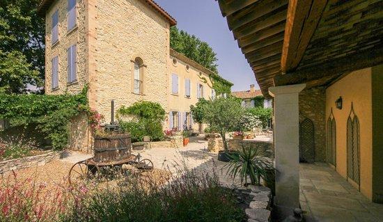 Le Domaine des Carmes & Spa: Courtyard Les Carmes