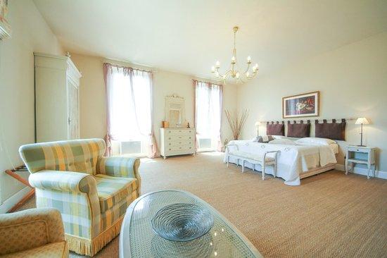 Le Domaine des Carmes & Spa: Mid Tower Suite