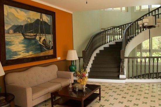 La Veranda Resort Phu Quoc - MGallery Collection : Treppenhaus im grossen Haus