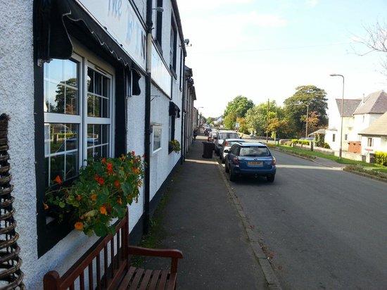 The Fintry Inn: Outside Inn