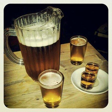 La Oveja Negra : cerveza y shots