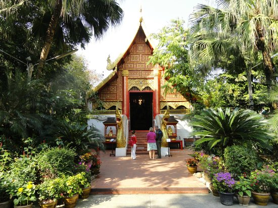 Wat Phra Kaeo (Temple of the Emerald Buddha): Grounds