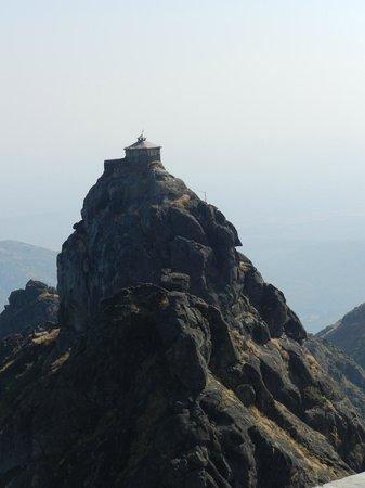 Girnar Temples: Datta mandir on top of a pinnacle