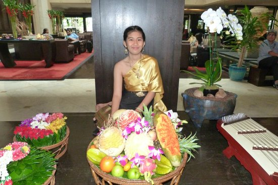Anantara Riverside Bangkok Resort: Traditional thai-music and handcraft