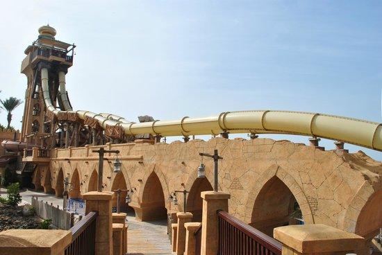 Wild Wadi Waterpark: Long view of Jumeirah Sceirah