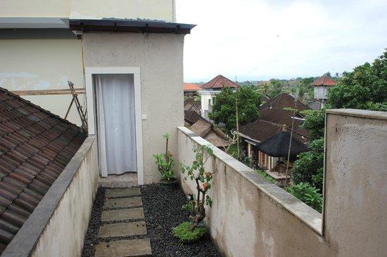 Sandat Bali: Der Weg zum Bad im dritten Stock.