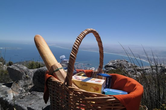 The Bay Atlantic Guest House: Picnic at table mountain