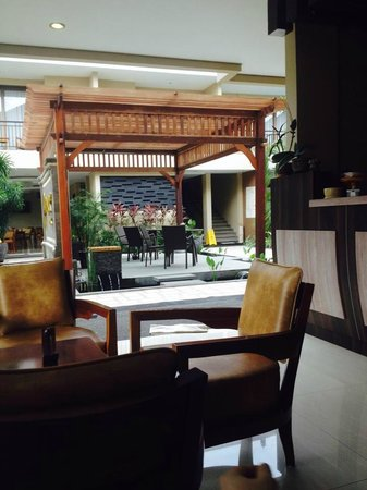 D'Penjor Seminyak : looking out to one of the dining areas