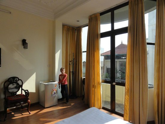 Win Hotel: The fridge and floor to ceiling windows