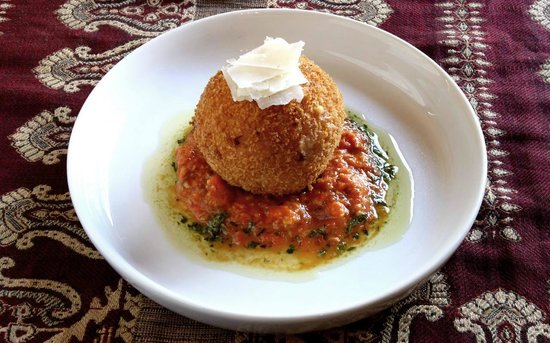 Ragafellows : Mac & Cheese Bomba - with charred tomato and almond confit