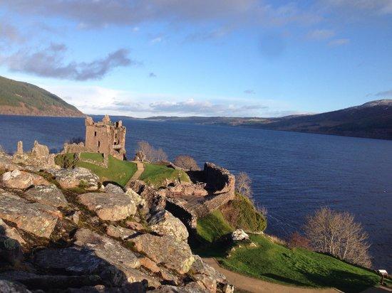 Urquhart Castle: Sunny day