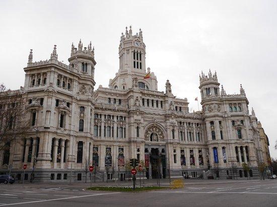 Palacio de Cibeles: Дом Связи (вид слева)
