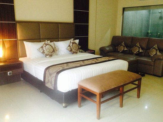 D'Penjor Seminyak : king bed with good mattress and soft sheets