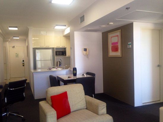 Meriton Suites Bondi Junction: The room