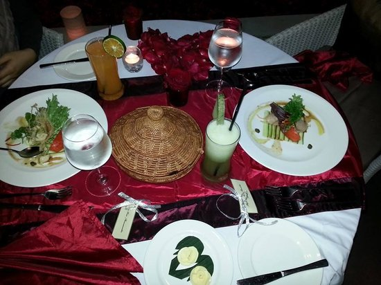 Villa de daun: romantic dinner