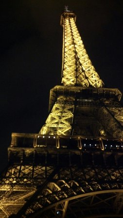 Niel Hotel: Eiffel Tower, approx 30 minutes walk from Hotel Niel
