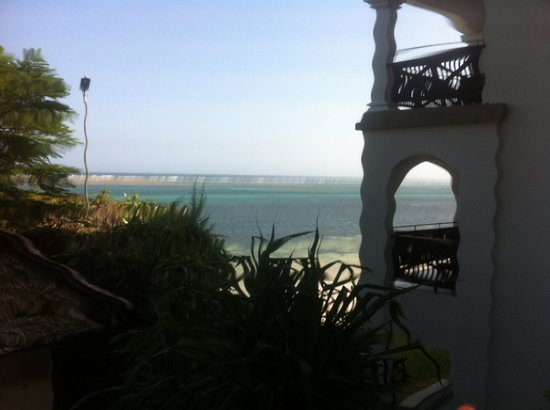 Voyager Beach Resort: The view just by the spa & look out bar